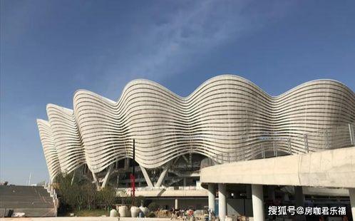 西安奥体中心这是中国目前建设的全运会场馆,最大的项目,可同时容纳六万人参观重大的体育活动和项目,规模相当的庞大,投入运营后,必将成为中国西安乃至西部地区,新的打卡地标,也是区内新的建筑地标,将刷新全运会场馆的新高度。