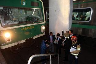 韩国地铁追尾致238人伤 乘客不听劝跳车逃生
