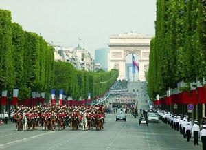 逛浪漫巴黎最美丽的街道 香榭丽舍大街