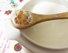 牛奶桃胶的做法(桃胶煲牛奶怎么做)
